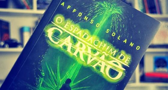"""livro """"O Espadachim de Carvão"""", de Affonso Solano."""